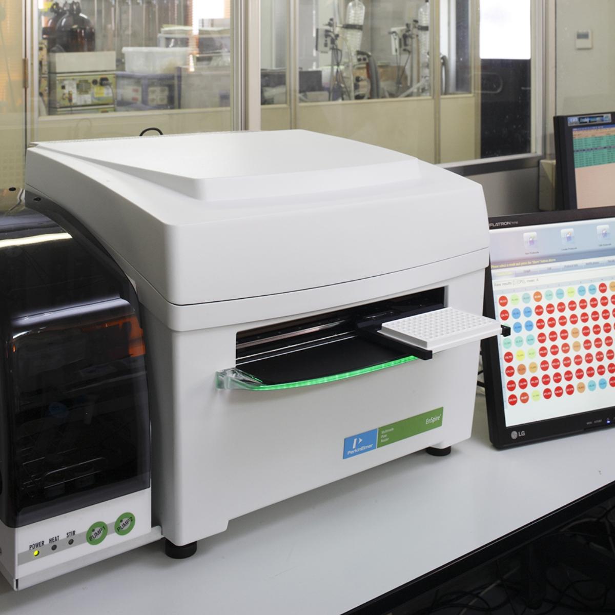 生物検定法(ルミノメーター測定風景)